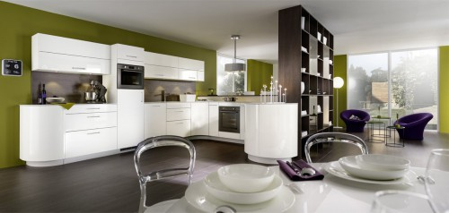 gaia og galbe hvitt høyglans kjøkkeninnredning