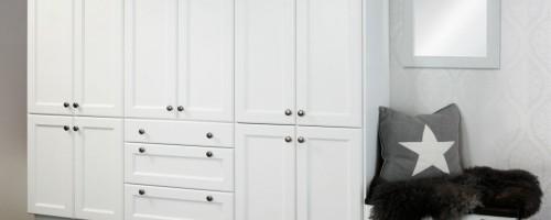 Malt eik profil hvit møbelgarderobe