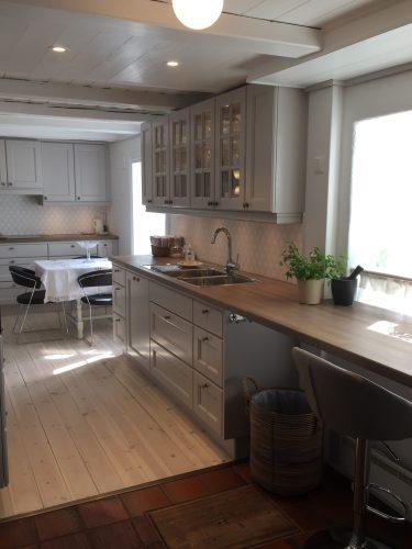 landlig kjøkken kjøkkenbenk heltre